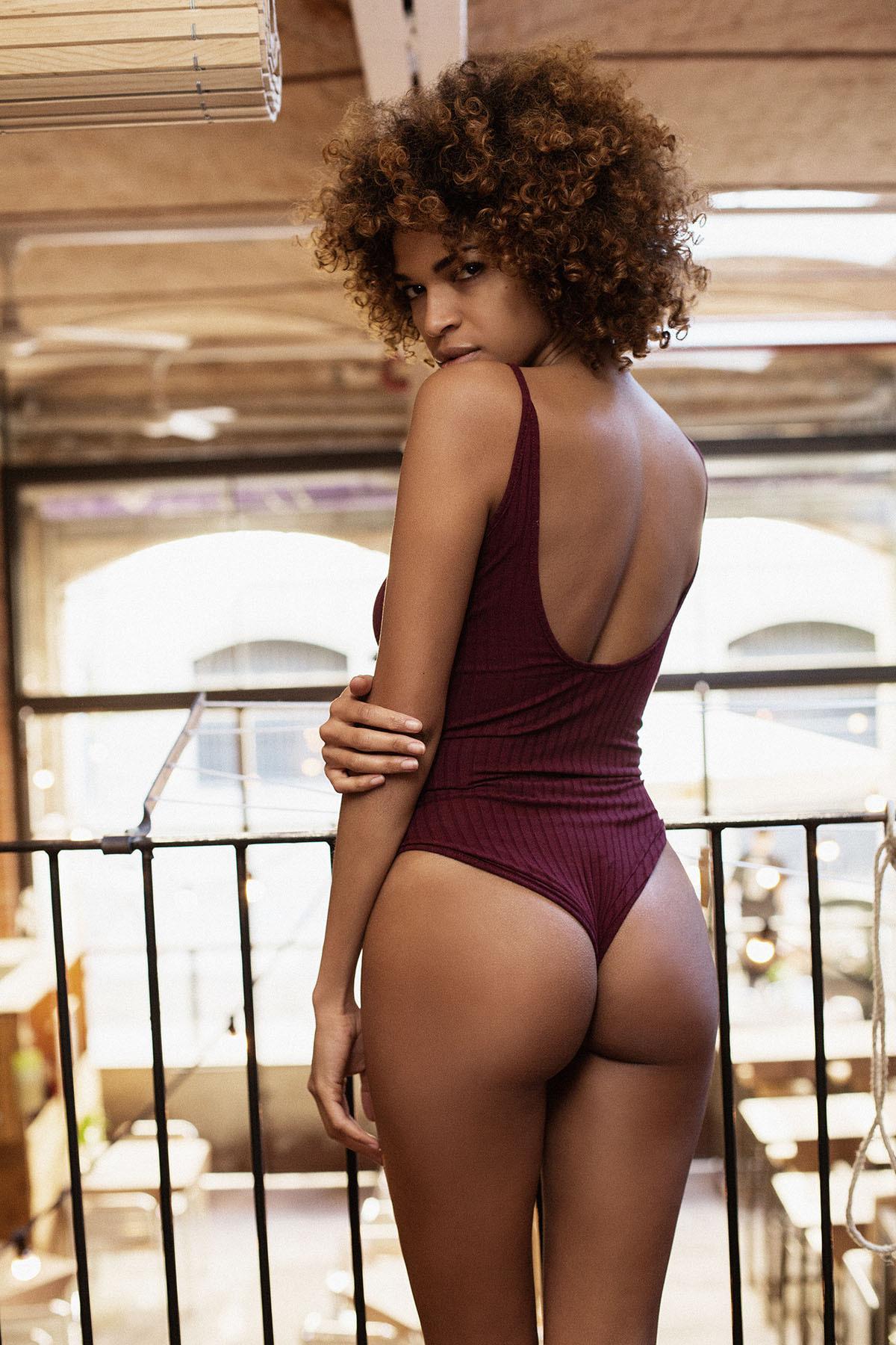 women squatting down nude