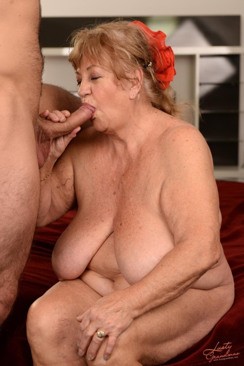 pretty hairy pussy mature